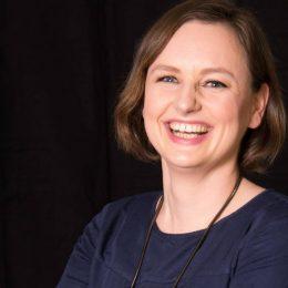 Marike Frick spricht als Journalistin darüber, ob Pressearbeit auch für Menschen in Heilberufen möglich - und vor allem sinnvoll - ist.