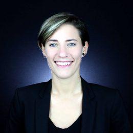 Heike Patschke ist Macherin! Sie unterstützt Frauen dabei, ins Tun zu kommen. Ihre Themen sind u. A. Positionierung, Webseiten und Gründung.